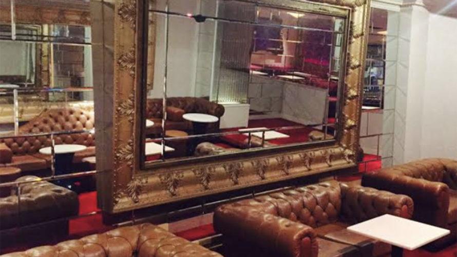 六本木の私服キャバクラ、エックスオーの店内画像